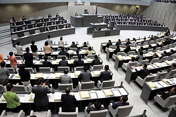 東京都議会 女性議員に自民党と...