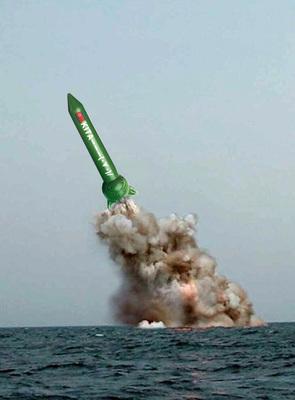 北朝鮮潜水艦ミサイル発射.jpg